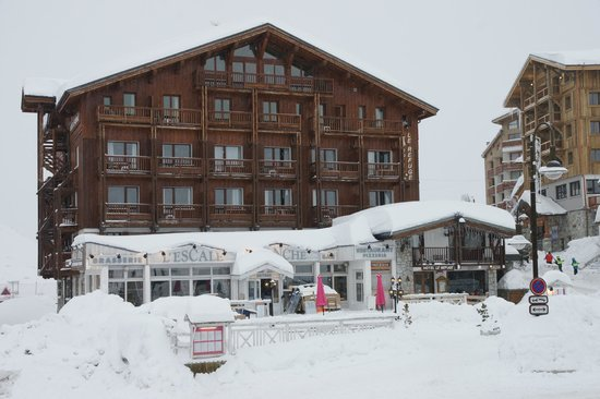 Hotel Le Refuge at snowy day