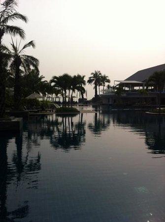 Novotel Hua Hin Cha Am Beach Resort and Spa : lovely pool area