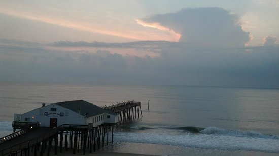Hilton Garden Inn Outer Banks/Kitty Hawk:                   sunrise over the pier