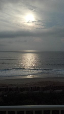 Hilton Garden Inn Outer Banks/Kitty Hawk :                   Surf and sunrise