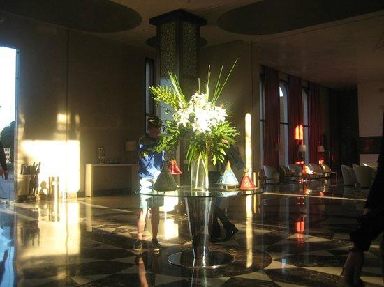 โฮเต็ล เคนซิ คลับ แอกดัล เมดิน่า: une belle décortion dans le hall d'entrée