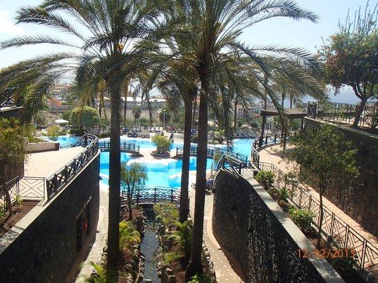Walk down to pool picture of melia jardines del teide for Melia jardines tenerife