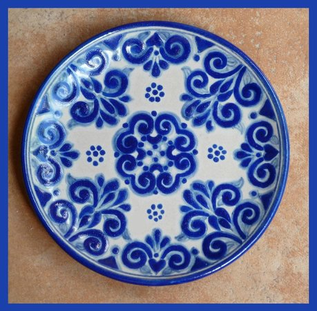 Hotel Medio Mundo: Talavera plate at our gift shop