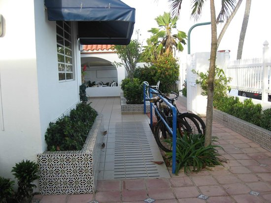 Tres Palmas Inn:                   Bikes available for guests