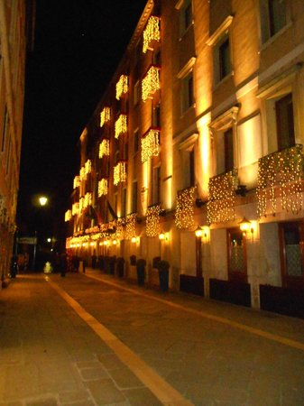 Baglioni Hotel Luna:                   FACADE COTE EMBARCADERE                 