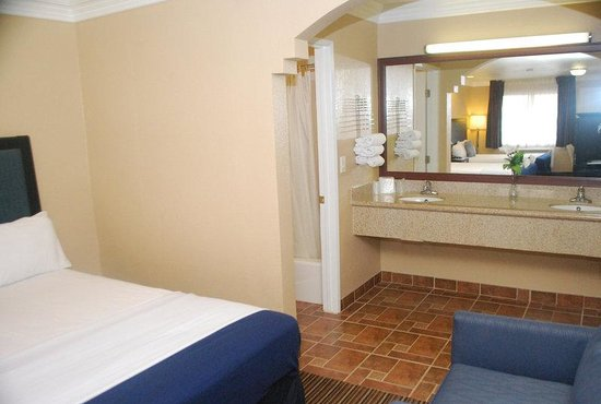 Hollywood Inn Express South: Other Hotel Services/Amenities