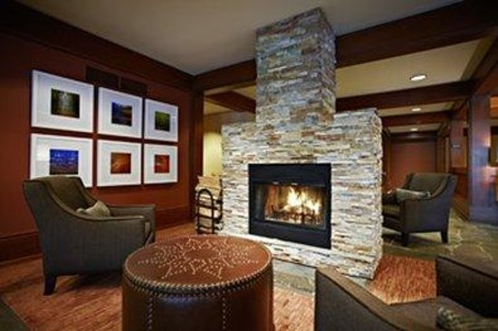 Salish Lodge & Spa: The Lobby