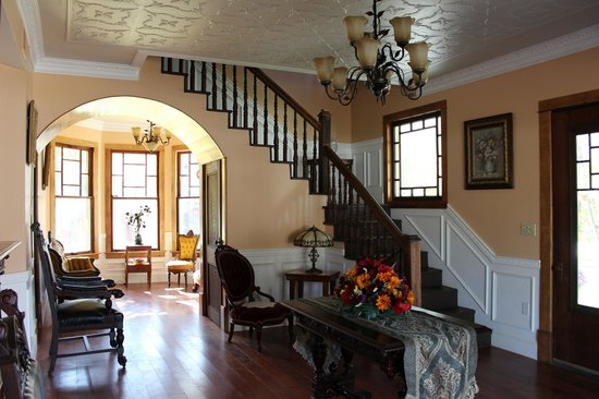 Millsap-Baker Estate: Drawing room (wedding venue) with view of main staircase and sitting room (through arcway).