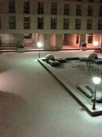 Hotel Le Versailles :                   view from my room during the snow.
