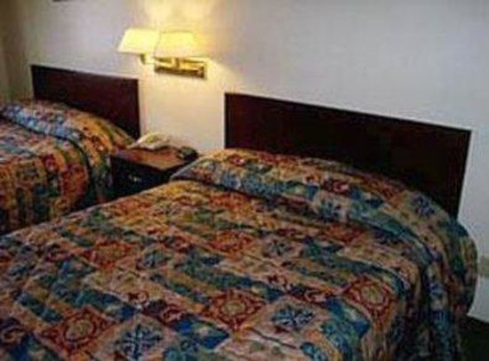 Econo Lodge Inn & Suites : Guest Room