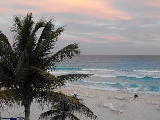 Occidental Tucancun:                   Barcelo Tucancun beach