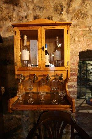 Al Borgo:                   il mobiletto delle grappe...
