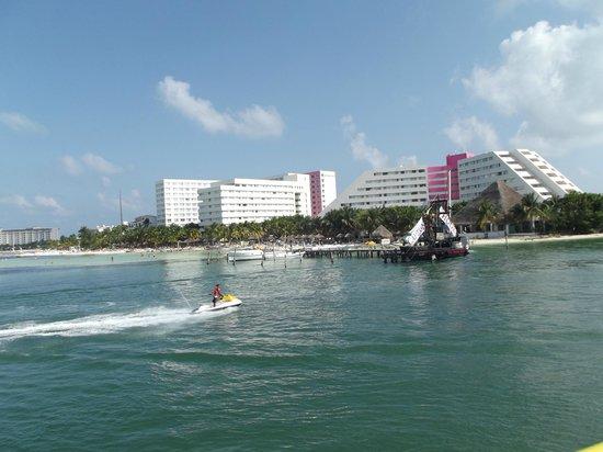 Oasis Palm:                   Vista del Hotel desde Embarcadero