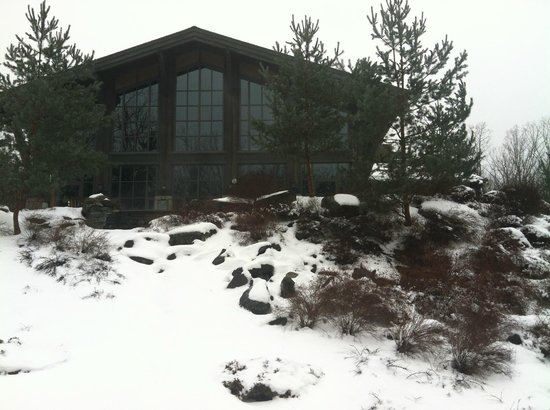 The Lodge at Woodloch:                   outside entrance