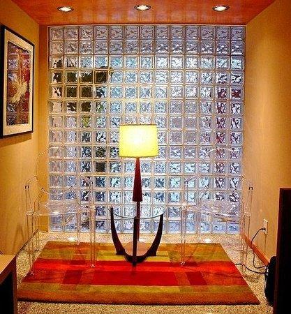 Le Champlain Hotel: the lobby