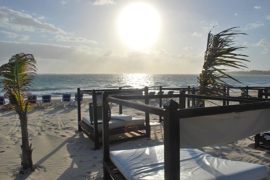 Punta Cana Princess All Suites Resort & Spa: VIP Beds for taking in the day