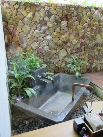 The Tubkaak Krabi Boutique Resort:                   Outside bathtub
