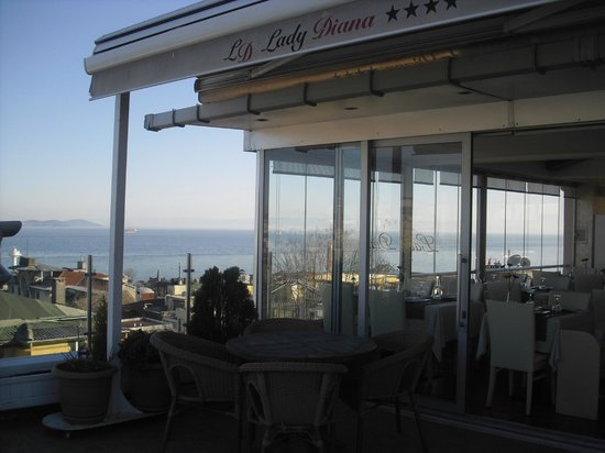 Lady Diana Hotel: Roof top terrace - you can have your breakfast here