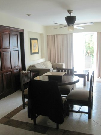 BlueBay Grand Esmeralda: Living room of our suite