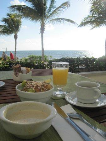 BlueBay Grand Esmeralda: Breakfast