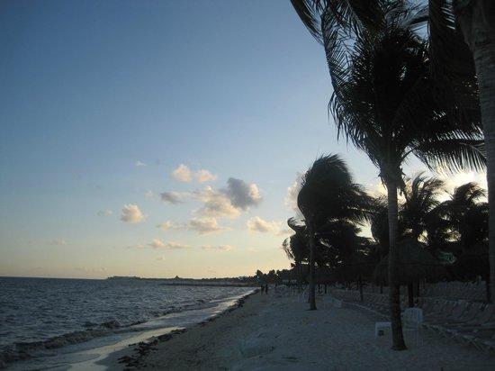 BlueBay Grand Esmeralda: Beach
