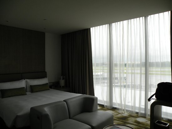 Crowne Plaza Changi Airport:                   Room 809