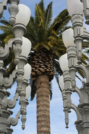 Los Angeles County Museum of Art:                   The famous lamp posts