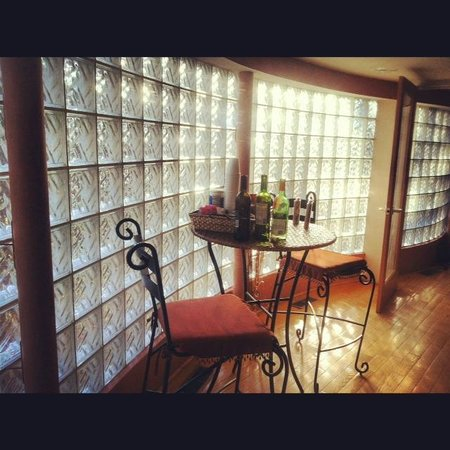 Pilot Knob Inn:                   acrylic wall in Pilot Knob suite