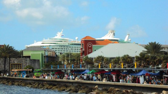 Renaissance Curaçao Resort & Casino:                   A view of the Renaissance/cruise ship port from the floating bridge!