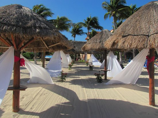 Sandos Playacar Beach Resort :                   Beach Wedding setup