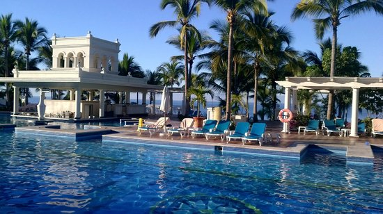 Hotel Riu Palace Pacifico:                   Great pool area.