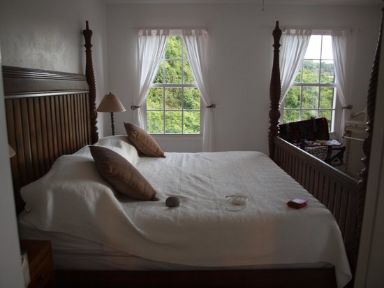 Hampshire Hotel – Queen's Garden Resort:                   Bedroom