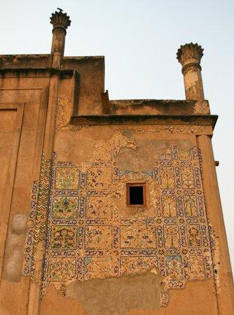 Chini Ka Rauza Mausoleum :                   mausoleum