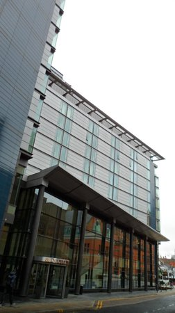 DoubleTree by Hilton Manchester Piccadilly: Entrance