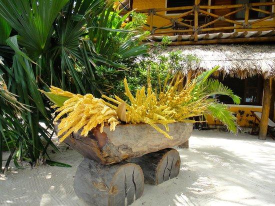 Holbox Hotel Mawimbi: Mawimbi's garden