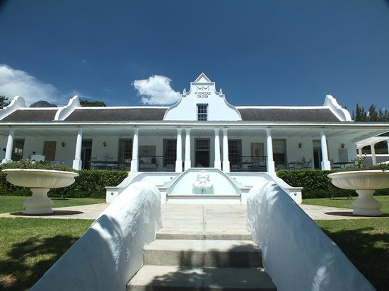 Grand Dedale Country House:                   the front of het grand dedale