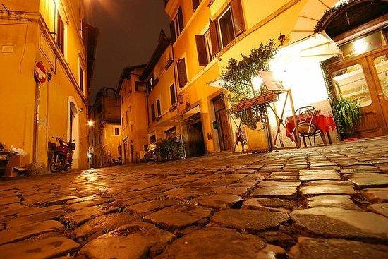 Hotel Residenza San Calisto: Rome street in trastevere at nigth