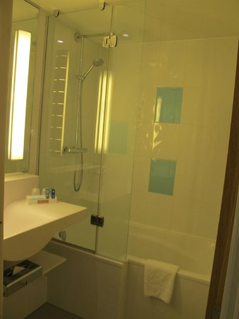 Novotel Manchester West: Bathroom