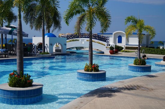 Thunderbird Resorts Poro Point:                   Pool