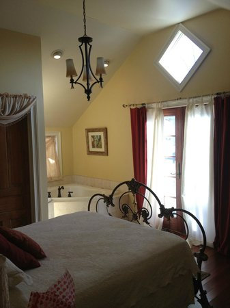 Piper's Village Inn:                   Carriage House Bedroom