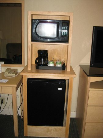 Hampton Inn Ft. Lauderdale Plantation: Microwave & mini refrigerator