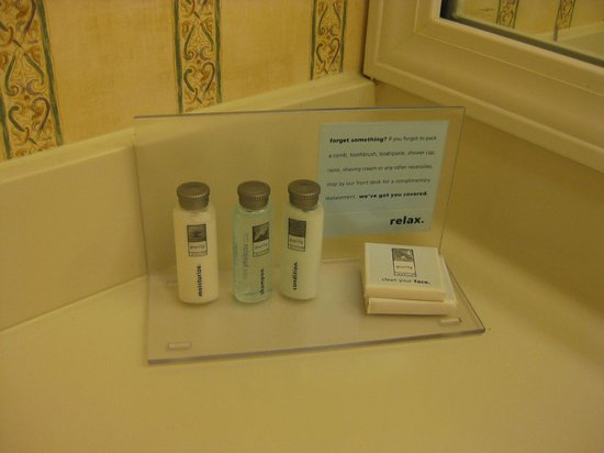 Hampton Inn Ft. Lauderdale Plantation: Shampoo, conditioner, lotion & bar soap