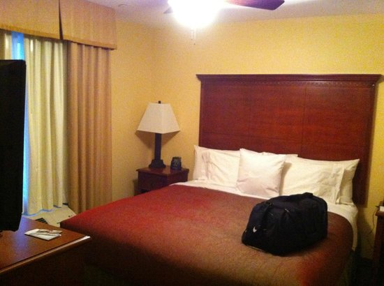 Homewood Suites by Hilton Denton: Bedroom