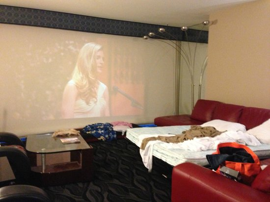 Elara by Hilton Grand Vacations: Projector and Pull-out bed