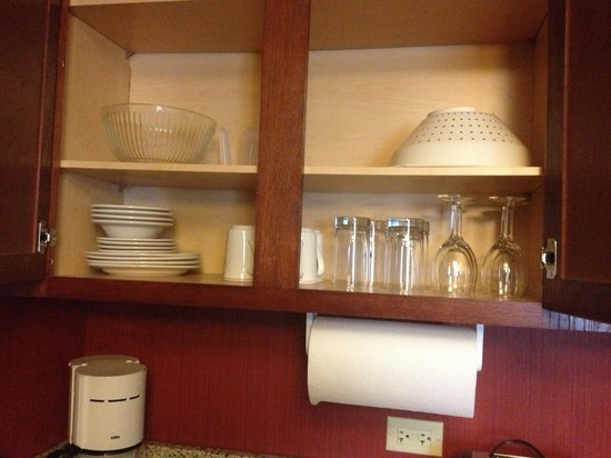 Residence Inn Tampa North/I-75 Fletcher:                                     They give you silverware , pot and pans , drinking glasses &