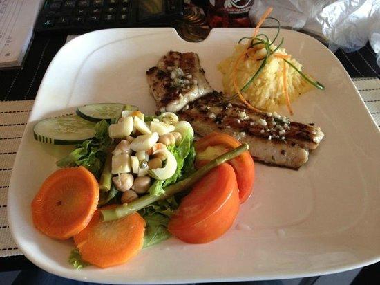 Restaurante Mira Miro:                   Este es un plato que comi es delicioso Corvina al ajillo.