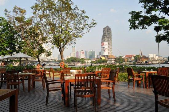 ibis Bangkok Riverside:                   terras Ibis Riverside