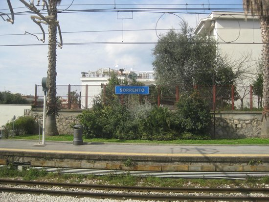 Hotel Sorrento City:                   Arriving at the train station