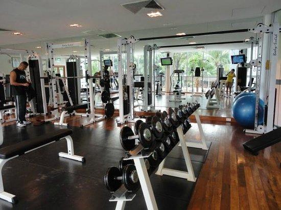 Hard Rock Hotel Pattaya:                   有酸素運動器具だけでなくウェイトトレーニングもありました。
