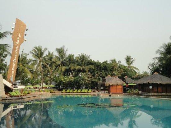 Hard Rock Hotel Pattaya:                   とても広くジャグジーも海側にありました。
